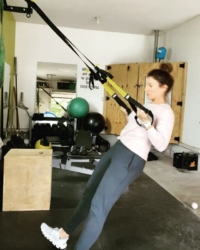 On a budget, but need a good home workout? I got you! TRX is a great piece of equipment that can go anywhere with you! You'll be surprised how much your own bodyweight can work those muscles😅 . . .What exercise equipment have you bought during ?? Oh, & it's more than OK to not be OK right now 🎶